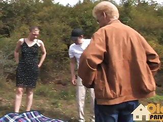 奶奶在戶外性交