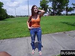 Adolescente tettona ripresa e sbattuta durante un giro in van