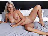 Czech Milf Nicole Vice masturbating