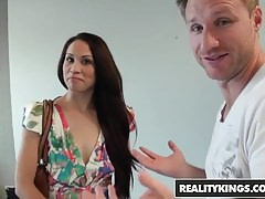 RealityKings - Chasseur de Trentenaires - Katt Lowden Levi Cash - Chatte K
