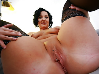 Milfs Amateur Tits video: deutsches sex casting mit milf lisa teil 2