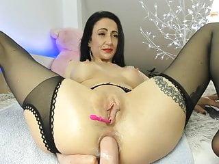 Gaping Milf Fisting video: Amalia anal solo