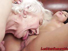 Tette grosse nonnina oralmente leccata da una bella ragazza