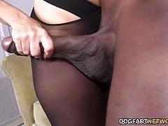 Janet Mason essaie l'énorme queue noire de Mandingo