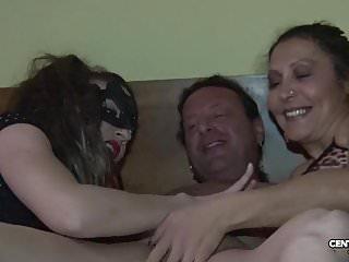 Morena vs valentina vai di culo e di vagina cxd01317