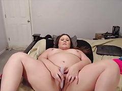 Boshafte BBW-Mutter Courtney mit schmutzigen Gesprächen und milchigen Titten
