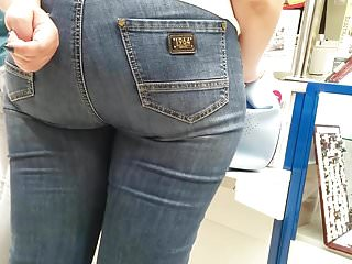 Russian Hidden Cams Voyeur video: Big butt milfs in tight jeans Pt.1