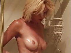 Beverly Lynne - scena di sesso e doccia nuda