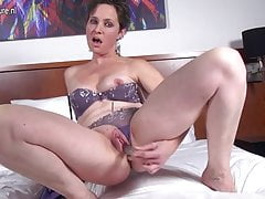 Horny mature slut mom playing with her wet pussy