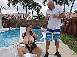 Voyeur Big Cock porno: MASSIVE TITS on Ava Addams gets Felt up and Fucked