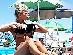 Heiße topless MILF am Jesolo Strand, Italien