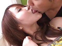 Bacio appassionato per Miyu che porta a una scopata piccante