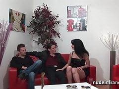 Casting anale divano procace castana duro doppio penetrato