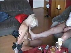 bdsm Schiavo del sesso biondo magro ben addestrato