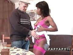 Il nonno viene pompato da un nero che viene sodomizzato