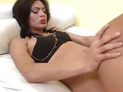 Morena transsexual e garota fazem sexo - aShemaletubecom.mp4