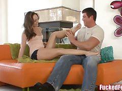 Remy LaCroix laat haar sexy voeten neuken!