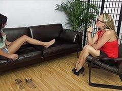 Adorazione del piede lesbico di Ariana Marie