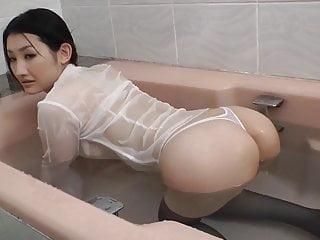 zumi Mizushima在洗澡