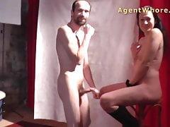 Puma salvaje hace show erótico para tímido desconocido