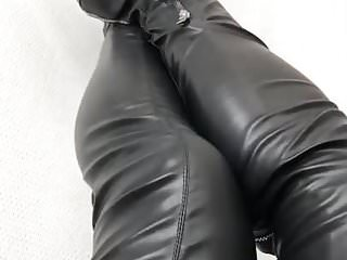 Amateur Shemale Bdsm Shemale porno: Squeaking my leather boots