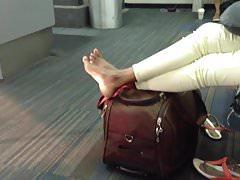 Marokańskie szczere stopy na lotnisku (wysokie łuki)