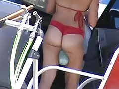 Bikini ASS au lavage de voiture 1