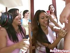 Meine latina gf saugt stripper schwanz