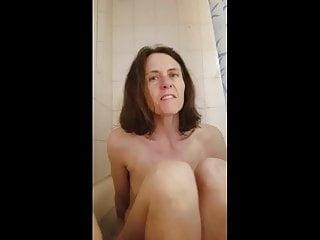 Brunette Milf Skinny video: Milf Exposed