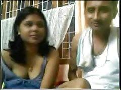 Desi coppia dando uno spettacolo in webcam