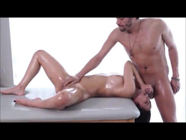 Страстная и соблазнительная мастурбация девушки