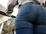 Big Ass White Girl in Jeans (Candid)