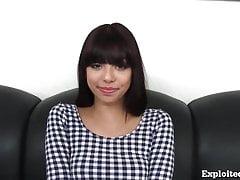 Niedlicher 18-jähriger Latina auf Casting-Couch!