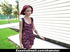 ExxxtraSmall - Kitty Girl schlug und abgefickt