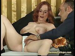 chubby rothaarige holte für ihr erstes porno video ab