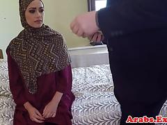 Muzułmańska baba Hidżab pieprzona za pieniądze