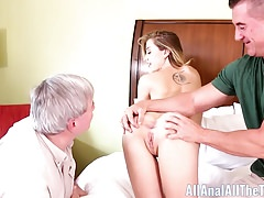 Teenager alto Haley Reed Cuckolds Step Dad con anale Eiaculazione!