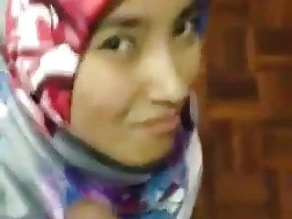 Teen Blowjob Malaysian video: Awek tudung satin BJ