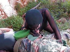 Il soldato si fa sorprendere da Sexy Minx in Leather.mp4