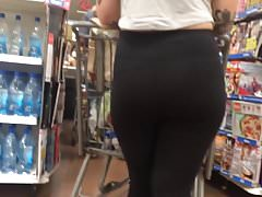 Tatted PAWG in schwarzen Leggings (Checkout-Linie)
