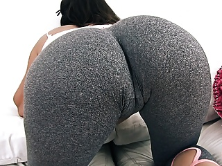 Teens Big Ass video: Big and ROUND Ass Teen In Tight Yoga Pants Has Big Cameltoe