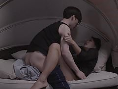 Milf en jonge jongen - Sex Scene voor twee moeders 2017
