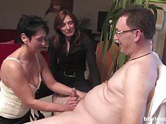 Visite di Horny Haubs - Due MILF e un uomo