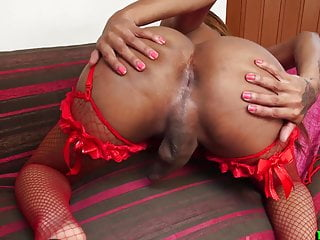 Porno video: Sexy ebony trans babe pulling on her dick