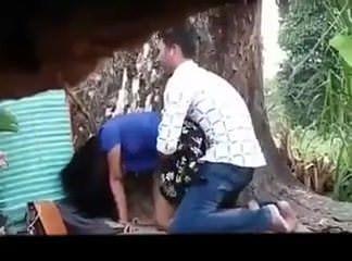 Женская мастурбация под краном