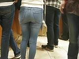 Candid petite teen ass in tight jeans