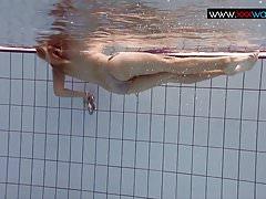 Bouncing boobs bajo el agua
