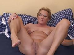 Mamá madura real con culo y coño hambriento