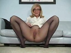 Milf Pantyhose Tease N Please