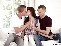 Bi hubby pussylicks while assdrilled in trio